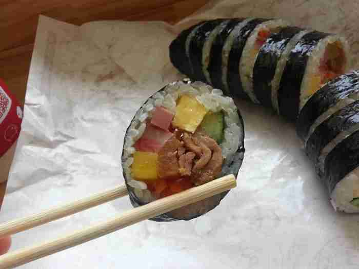Barbecued pork kimbap