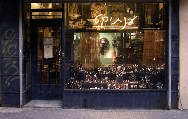 Jewelry Window Displays - Ideas & Design Zen
