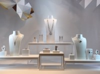 100+ Jewelry Window Displays - Ideas & Designs   Zen ...