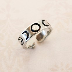 Moon phase adjustable ring