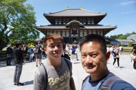 Wefie in front of Daibutsuden