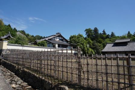 The path towards Nigatsudo sees significantly lesser crowd