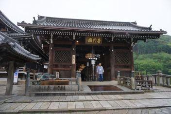 Entrance to the main prayer hall, Hondo