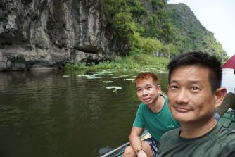 Wefie on the boat down Ngo Dong River