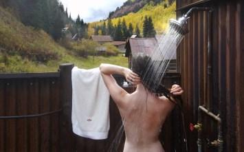 Dunton-Hot-Springs-Echo-Cabin-outdoor-shower