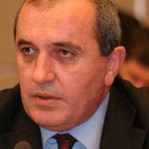 Besnik Mustafaj: Përplasje PS – LSI? Jo. Pjesë e shfaqjes për të rritur pazarin!
