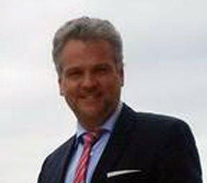 Ambasadori austriak: Palët duhet të ulen në bisedime