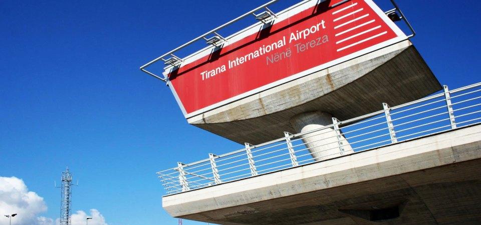 """Vdes 56-vjeçari në terminalin e aeroportit """"Nënë Tereza"""", shkak një atak kardiak"""