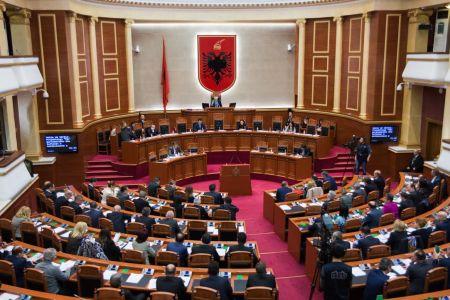 Raporti/ Deputetët e Kuvendit të Shqipërisë kanë abuzuar me udhëtimet jashtë vendit