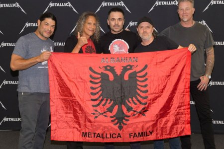 Metallica me flamurin shqiptar