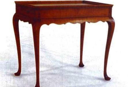 Журнальный стол в викторианском стиле.