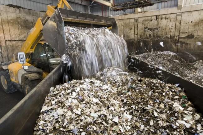 Remoção de 125 mil toneladas de resíduos perigosos espera por decisão urgente de tribunal há quase 9 meses