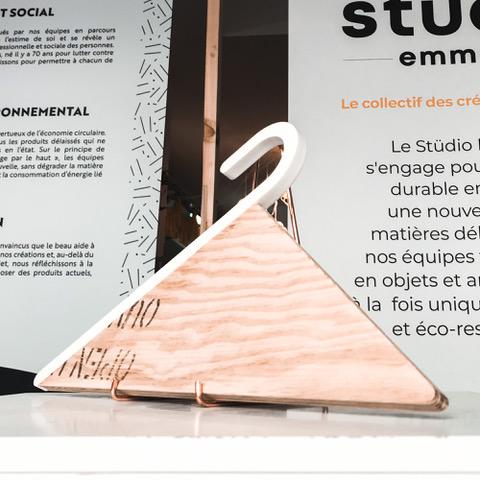 Cintre Gari créé par l'entreprise Neue