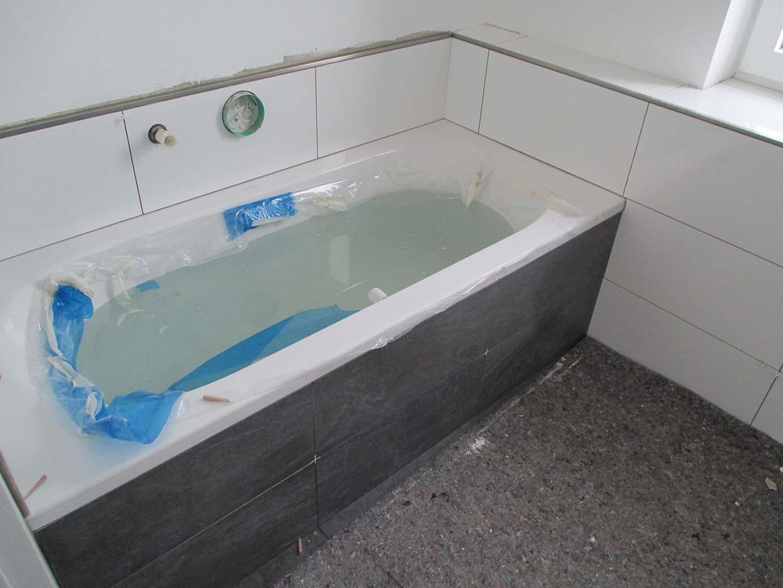 Badewanne Einfliesen Badewanne Neben Dusche Raum Und Mobeldesign