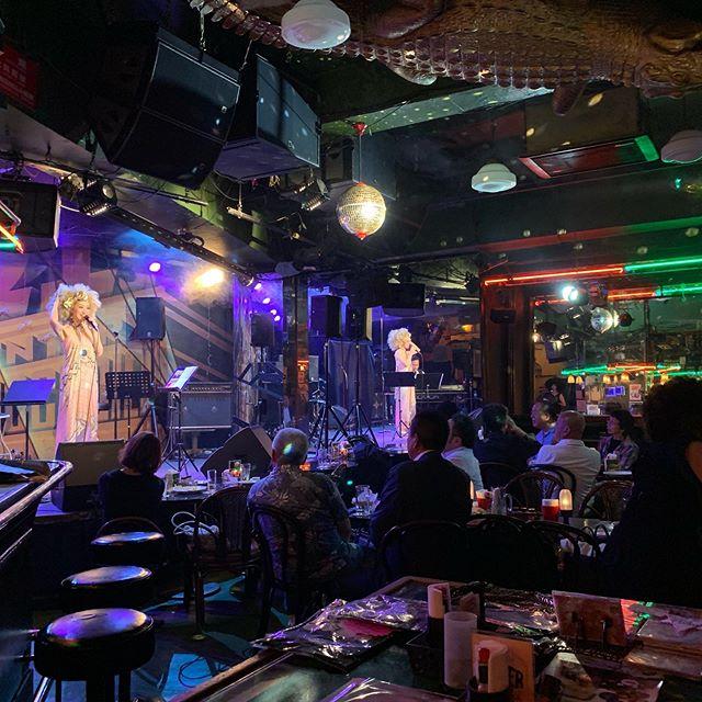 昨夜はライブの動画撮影でした。面白すぎて気がついたら写真1枚しか撮れてませんでした。.#撮影#動画#動画制作#映像制作#東京#動画編集#sony#ZEROFILM#初投稿#イベント撮影#企業pr動画#pr動画#プロモーションビデオ#ミュージックビデオ#映画制作#ビデオグラファー#ライブ撮影#東京#アルコール#アンコール