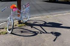 """Bicicletas com a mensagem """"Mais amor, menos motor"""" são colocadas na Capital Fernando Gomes/Agencia RBS"""