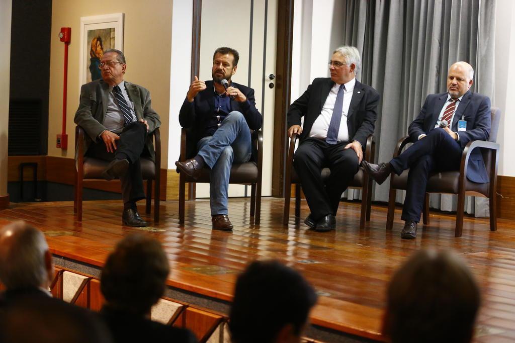 Dunga elogia medicina brasileira e destaca a prevenção em novo centro de traumatologia e medicina do esporte Félix Zucco/Agencia RBS