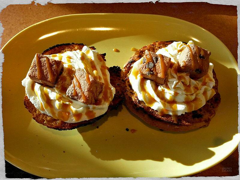 pumpkin-pie-bagel-with-whipped-cream-zero-dean