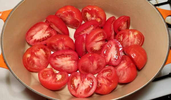 3 tomatoes in pot