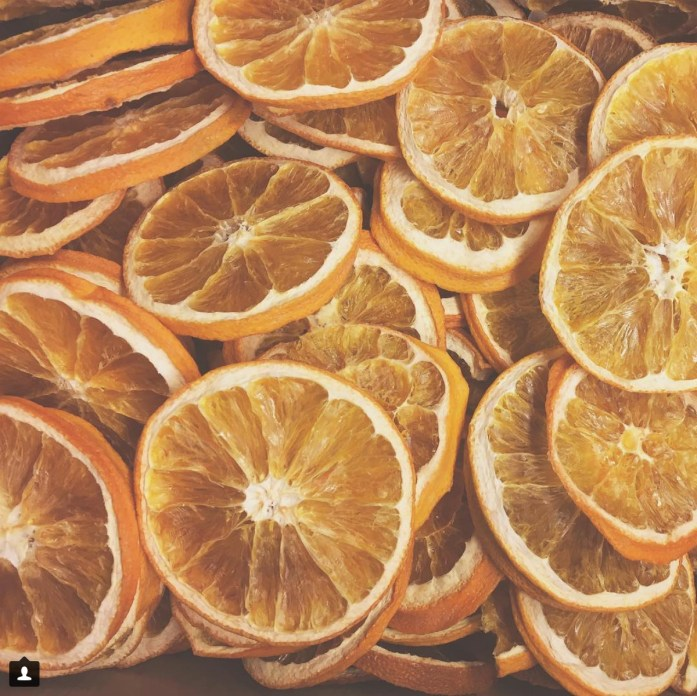 dried oranges for decorating the tree