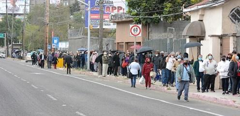 Largas filas en la Prepa Lázaro Cárdenas