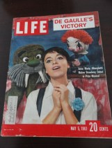 Vintage Life Magazine May 5, 1961 DE GAULLE'S Victory On Cover Excellent Cond