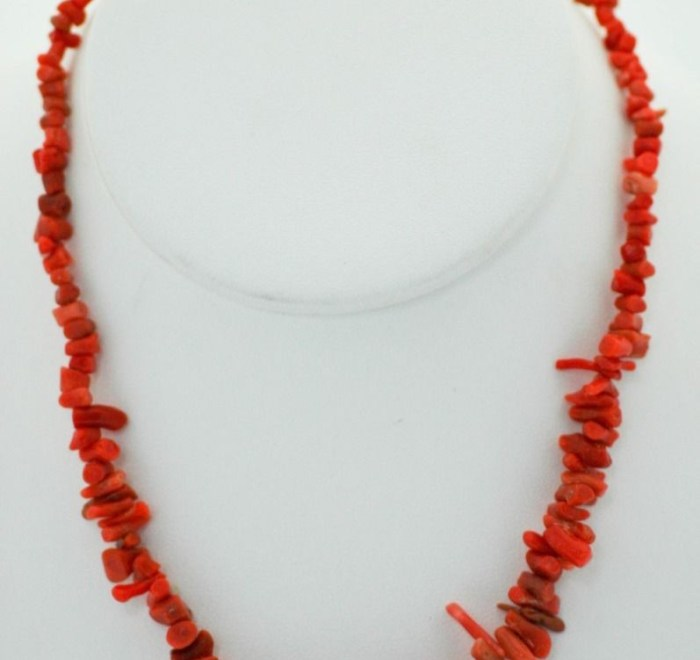 Vintage Red Coral Short Branch Necklace With Silver Tone Screw Clasp Ex Cond