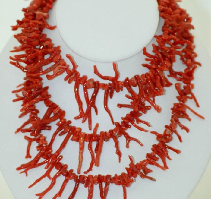 Lady's Three Tiered Red Coral Necklace Graduates Size Silver Tone Bead  Clasp