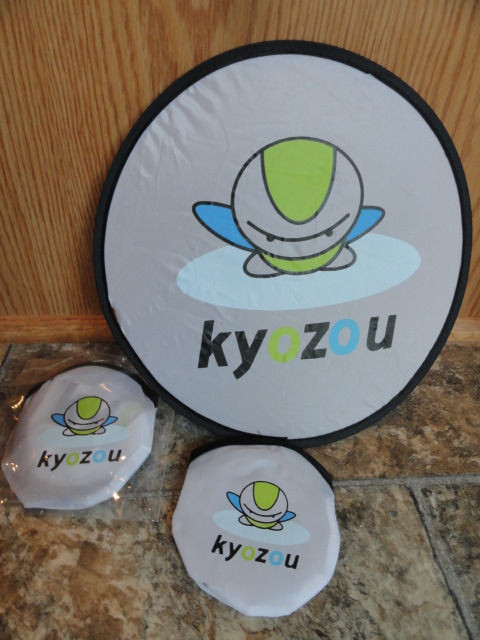 """EBAY LIVE 2008 Chicago New KYOZOU 9"""" Flying """"Saucer"""" Closes to 4"""""""