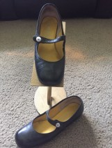 Vtg 1960's THE STRIDE RITE SHOE Black Mary Jane Shoe Pearl Button Leather 4.5