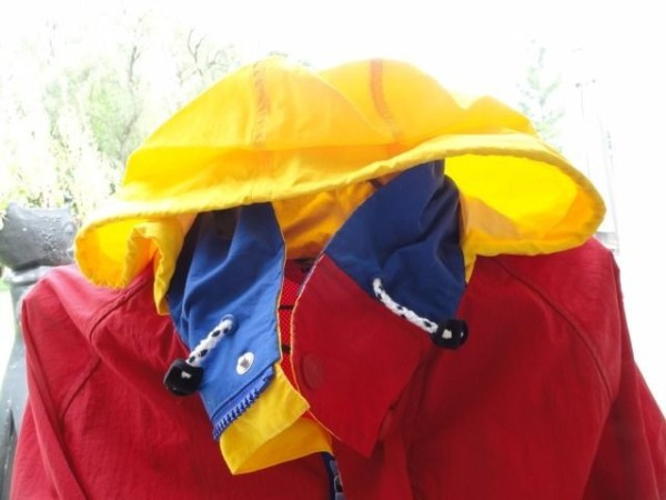 TOMMMY HILFIGER Red Yellow Blue HIdden Hood Jacket Logo Size L NWOT Mesh Lining