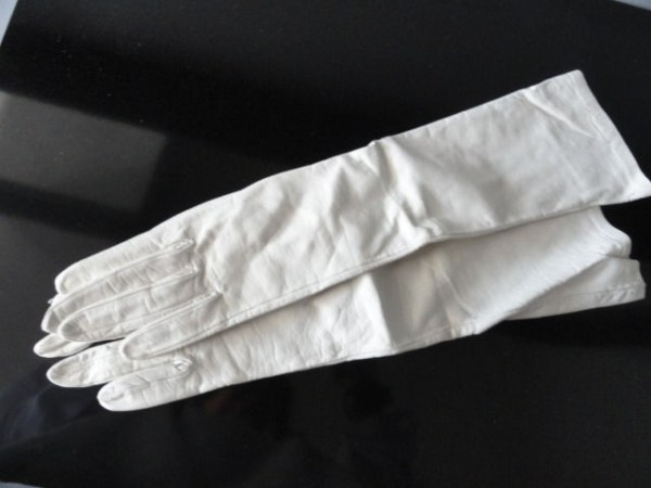 Vintage Ladies White Kid Leather Long Sleeve Gloves 6 NWOT 100% Silk Lining