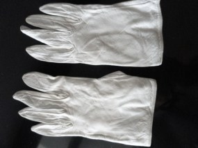 Vintage Ladies White Kid Leather Gloves France SFA Sacha Paris Made in France