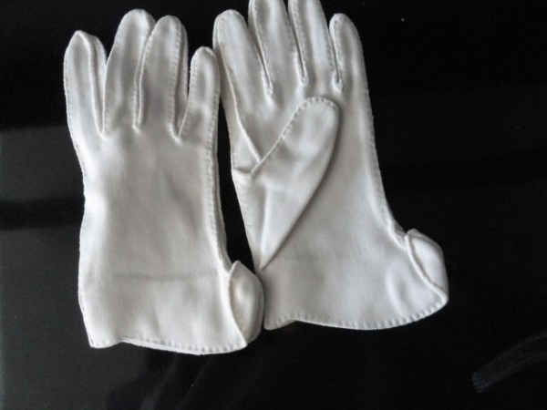 Vintage Ladies White Cloth Gloves 6 Preowned Excellent Condition