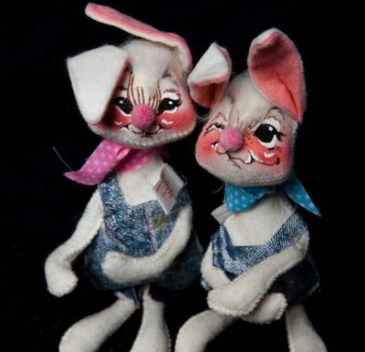 Annalee 1971 Easter Boy & Girl  Mobilitee Doll Inc. Meridith NH Handmade 7 x 4
