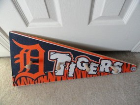 Detroit Tigers MLB Banner On Wood  4 Wood Hooks Genuine Merch 2008 Enlglish D