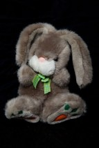 19941 Easter Bunny EGGCETARA Rabbit Carrot Paws Geoffery Inc Toys R Us NWOT