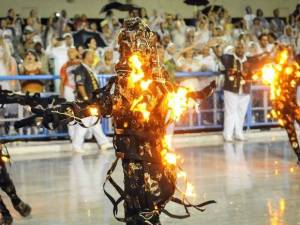 Comissão de Frente da Mocidade usou fogo (Foto: Reprodução/TV Globo)