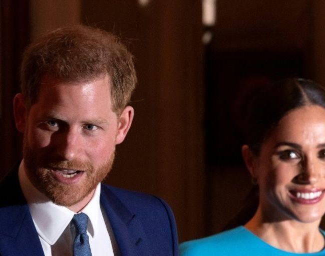 Príncipe Harry e Meghan Markle perdem títulos reais e apoio financeiro