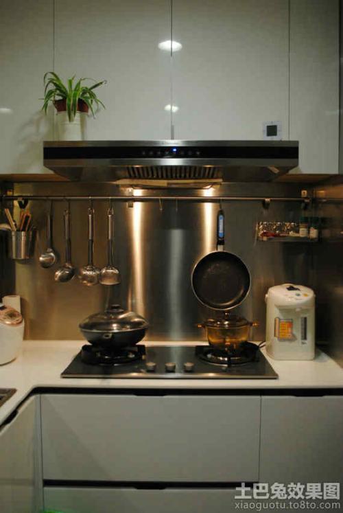 kitchen pendant small appliance 厨房挂件安装高度一般为多少 厨房安装高度全知道 厨房置物架的高度一般是看你做饭炒菜的高度地方 安装置物架的时分肯定要斟酌到全部规划和咱们日常生涯的需求去安装 常用的 在厨房中要斟酌到炒菜顺手就要用到的安装