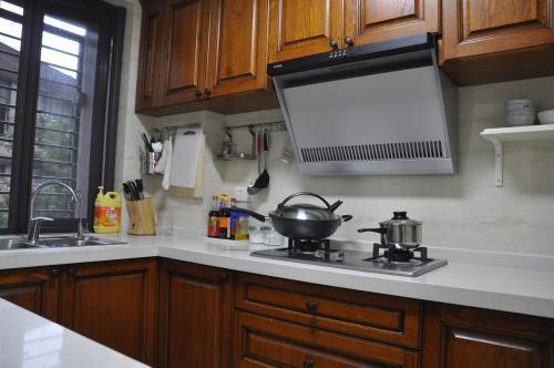 kitchen laminate staten island cabinets 实木厨房台面的特点以及层压板厨房台面的特点 厨房层压板