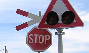 zeljeznicka-pruga-prijelaz-300