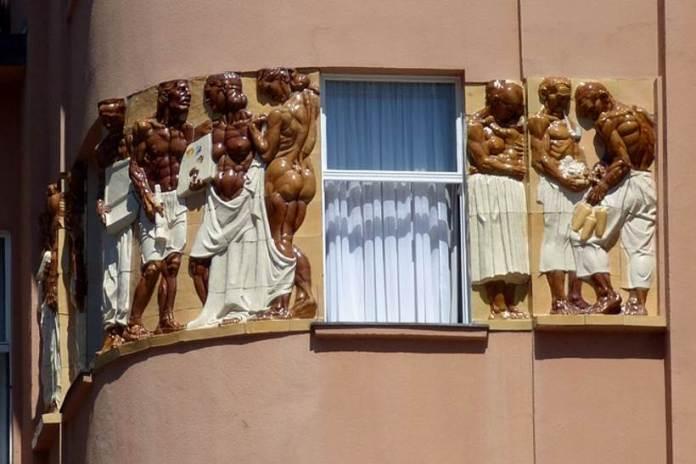 """Meštrovićev reljef """"Seljaci"""" na kući Popović - Prvi javni spomenik Ivana Meštrovića u Zagrebu"""