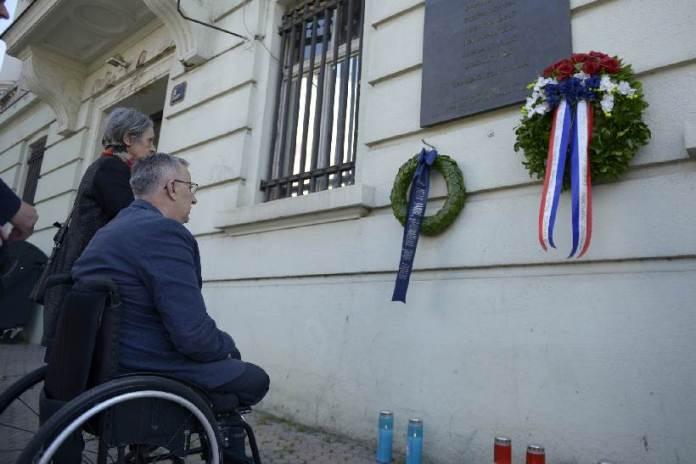 Položeni vijenci i upaljene svijeće u spomen na žrtve raketiranja Zagreba 1995. godine