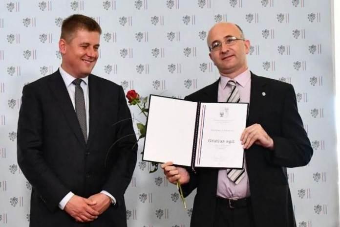 VELIKO PRIZNANJE: Marijanu Lipovcu uručena nagrada češkog Ministarstva vanjskih poslova