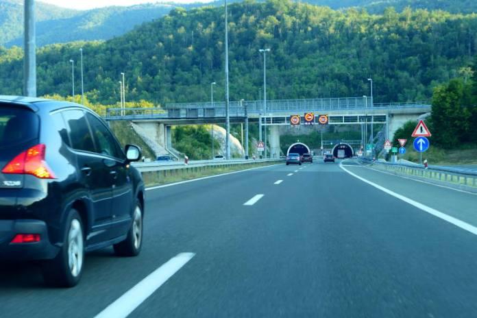 DA BI SRETNO STIGLI DO CILJA: Savjeti vozačima za sigurnu vožnju autocestama