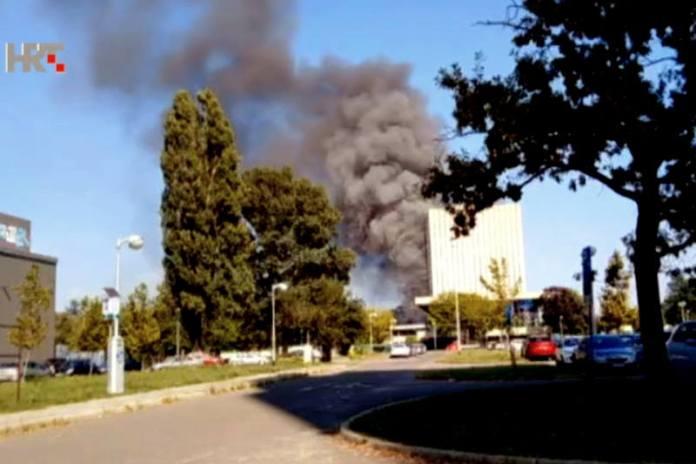 Kockica u dimu, navodno se zapalio stiropor u fasadi