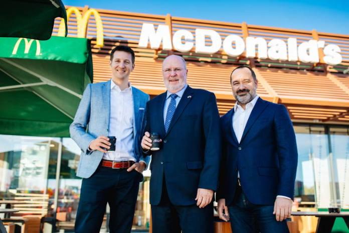 Otvoren McDonald's Buzin, među prvim gostima američki veleposlanik Robert W. Kohorst