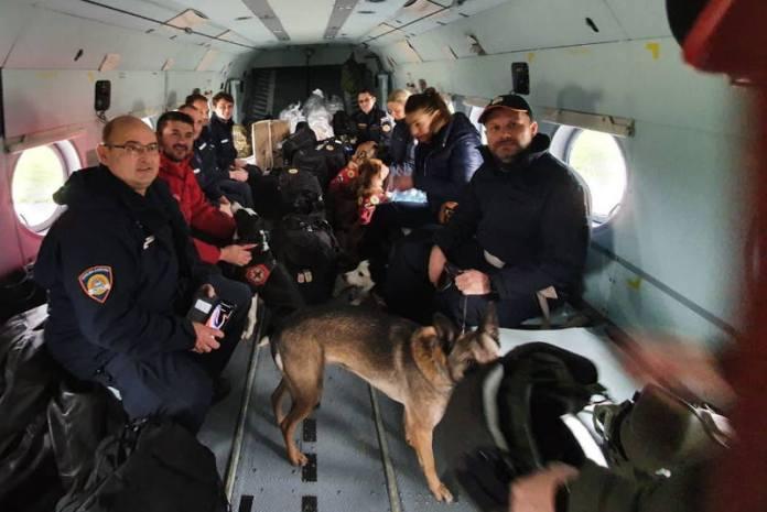 HRVATSKA POSLALA POMOĆ: U Albaniju odletjeli helikopteri HRZ-a i ekipe sa specijalno obučenim psima