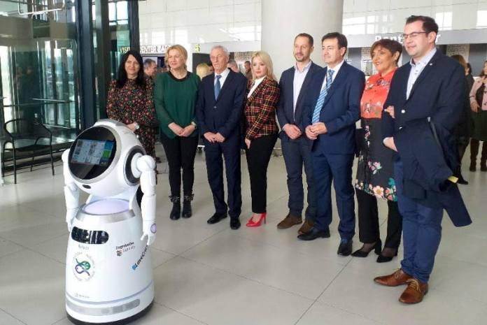 """Predstavljen humanoidni robot """"Viktorija"""", novi promotor turističke ponude Zagrebačke županije"""